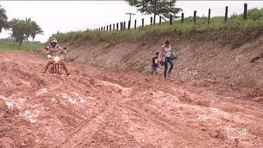 Moradores interditam MA-318 em São João do Caru - Interdição durou quase 24 horas o único caminho para chegar até a cidade de carro.