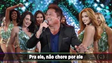 Leonardo abre o programa cantando 'Pense em Mim' - Plateia canta forte o histórico hit
