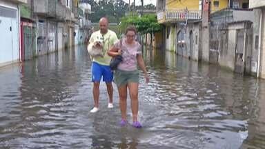 Alagamentos continuam em bairros de Itaquaquecetuba - Vila Maria Augusta é um dos locais afetados na cidade.