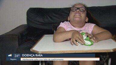 Adolescente com doença rara sofre por falta de medicamentos em Guarujá, SP - Helen, de 14 anos, sofre de uma doença degenerativa e há três meses não recebe o medicamento que precisa tomar.