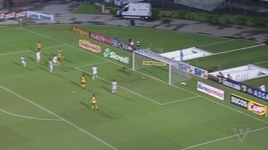 Santos é derrotado para o Novorizontino e perde liderança do Grupo A - Peixe perdeu para o Tigre, por 1 a 0, no Pacaembu.
