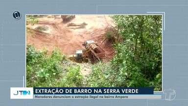 Moradores do bairro Amparo denunciam extração de barro na Serra Verde em Santarém - A retirada está sendo feita em uma área de preservação permanente.