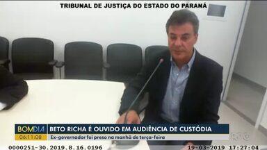 Ex-governador Beto Richa é ouvido em audiência de custódia - Richa respondeu a perguntas feitas pelo juiz.