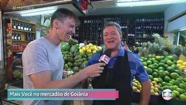 Seu Divino é um dos mais antigos comerciantes do Mercadão de Goiás - Felipe Suhre passeia pelo mercado para conhecer histórias curiosas de pessoas e dos produtos de Goiânia
