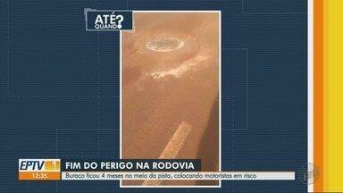 Buraco é consertado na Rodovia Abrão Assed - Problema existia há quatro meses e colocava motoristas em risco.