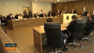 Projeto pretende acabar com aposentadoria de ex-governadores - O projeto foi aprovado pela comissão de constituição e justiça. Um trabalhador teria que contribuir com R$1,5 milhão para ter direito ao benefício.