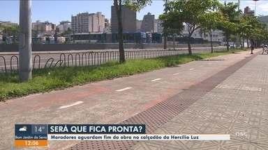 Moradores de Florianópolis aguardam conclusão das obras no calçadão da Hercílio Luz - Moradores de Florianópolis aguardam conclusão das obras no calçadão da Hercílio Luz