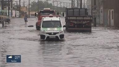 Primeira chuva do outono causa alagamentos em São Vicente - A chuva atingiu a região durante a manhã e a tarde desta quinta-feira (21).