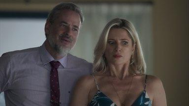 Eurico e Marilda se surpreendem com Olavo - Empresário trata mal a irmã e o cunhado de Valentina e afirma que é o novo dono da casa