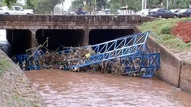 Prefeitura de Bauru não tem verba para obras estruturais contra enchentes - O projeto para obras estruturais contra enchentes já está pronto, mas a Prefeitura de Bauru(SP) não possui dinheiro para a realização da obra. Ainda não há prazo para o início.
