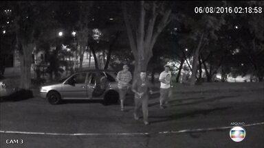 Recomeça julgamento dos pichadores acusados de assassinar dentista em 2016 em São Paulo - Adolfo Gabriel de Souza está preso e Adisom Nascimento dos Santos continua foragidos. Ambos também são acusados de tentarem matar o pai do dentista.