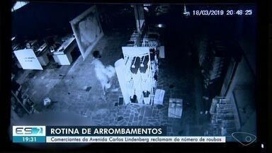 Comerciantes da avenida Carlos Lindenberg, em Vila Velha, reclamam do número de roubos - Eles pedem mais policiamento.