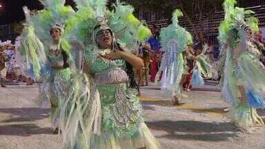 Uruguaiana se prepara para último dia de carnaval fora de época neste sábado (23) - Desfiles das escolas de samba devem acontecer na Avenida Presidente Vargas durante toda a noite.