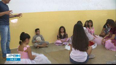 UEPB promove aulas gratuitas de teatro para meninos e meninas em Campina Grande - Mais de 70 alunos.