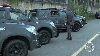 Três são mortos em confronto com a PM durante sequestro em Pinda - Casal foi sequestrado e mantido em cativeiro em uma casa pelos sequestradores neste sábado (23).