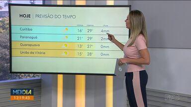 Semana começa quente em Curitiba - A passagem de uma frente fria deixa o céu com mais nuvens e temperatura amena nesta terça-feira.