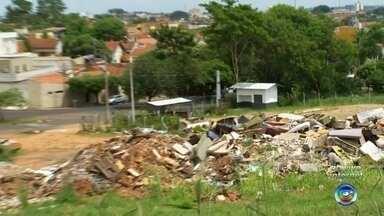 Moradores reclamam da situação de ponto de apoio em bairro de Rio Preto - Moradores do Jardim Nazareth, em Rio Preto (SP), estão inconformados com a situação do ponto de apoio.