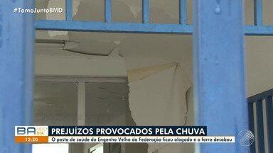 Posto de saúde fica alagado após forte chuva em Salvador - O atendimento no posto foi suspenso.