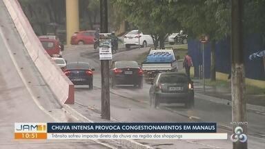 Chuva forte causa transtornos e gera congestionamentos em Manaus - Trânsito ficou comprometido em algumas regiões.