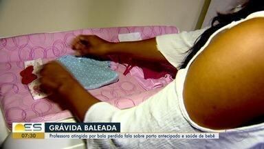 Professora baleada quando estava grávida lembra crime: 'a neném começou a se mexer muito' - Vítima foi atingida por um tiro em Jacaraípe, na Serra, e precisou passar por uma cirurgia de emergência para que a pequena Laura pudesse nascer. Criança continua internada na Utin.