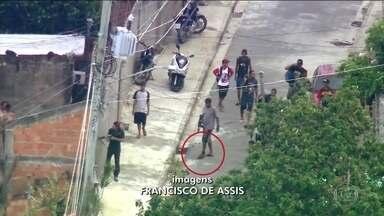 Bandidos com fuzis e tornozeleira eletrônica são flagrados no Complexo do Chapadão, no Rio - Imagens aéreas mostram movimentação de quadrilha armada nas ruas da comunidade.