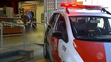 Polícia identifica homem morto a facadas na rodoviária de Sorocaba - A polícia identificou o homem que foi morto no fim da tarde de segunda-feira (25), por três travestis, na rodoviária de Sorocaba (SP).