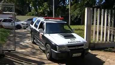 Polícia Civil de Botucatu realiza operação de combate ao crime - A Polícia Civil de Botucatu realiza operação para combater o crime e prender foragidos da justiça.