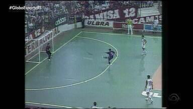 Relembre momentos esportivos que fazem parte da história de Porto Alegre - Veja no quadro 'Careca de Saber'. Capital está completando 247 anos.