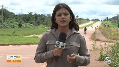 Em Nova Mamoré, famílias ainda aguardam nível do rio baixar para voltar para casa - Repórter Tálita Sabrina explica a situação