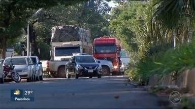 Motoristas de Ponta Porã reclamam dos caminhões de grande porte no centro da cidade - Em Ponta Porã.