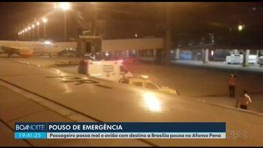 Passageiro enfarta e avião que seguia para Brasília pousa no Afonso Pena - Uma médica que viajava no avião ajudou no atendimento ao homem, que foi levado de ambulância para o hospital.
