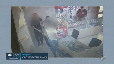 Joalheria é assaltada a mão armada em Americana - Suspeitos levaram relógios, ouro e dinheiro. Ninguém ficou ferido.