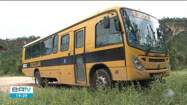 Más condições de estrada deixam crianças e adolescente sem aulas em Angical - Fortes chuvas impedem a passagem de ônibus na zona rural do município.