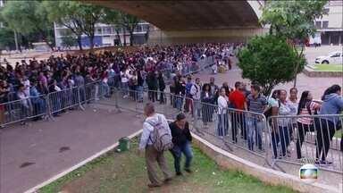 São Paulo tem segundo dia de filas para quem busca emprego - A procura foi tanta que o mutirão foi estendido.