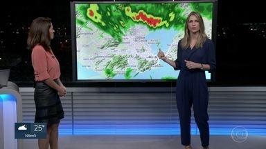 Confira a previsão do tempo com a Anne Lottermann - Sexta-feira começa chuvosa. Fim de semana será de sol e sem chuva.