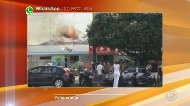Loja de celulares pega fogo em avenida de Votuporanga - Uma loja de celulares pegou fogo em Votuporanga (SP) nesta quinta-feira (28). Moradores que passaram pelo loca se assustaram com a proporção do fogo.