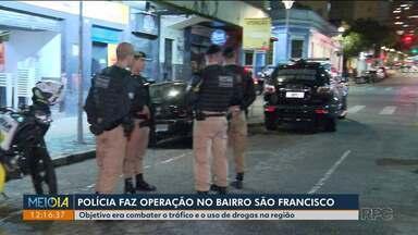Polícia faz operação para combater o tráfico de drogas - Foi na Rua Trajano reis, no centro da cidade.