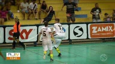 Destaques por Volta Redonda, Pedro e Pedrinho são entrevistados no 'Sem Firula' - Quadro do É Esporte mostra jogadores que mandaram bem durante as rodadas da Copa Rio Sul de Futsal.
