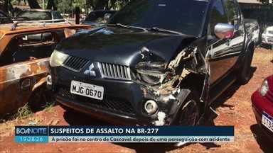Suspeitos de assalto a compristas na BR-277 são presos - Ele foram levados para a delegacia de Cascavel depois de se envolverem em acidente.