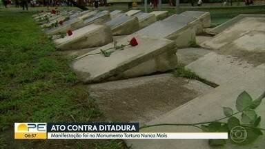 Manifestantes fazem ato contra 55 anos da ditadura no Brasil - Protesto aconteceu em frente ao monumento Tortura Nunca Mais.
