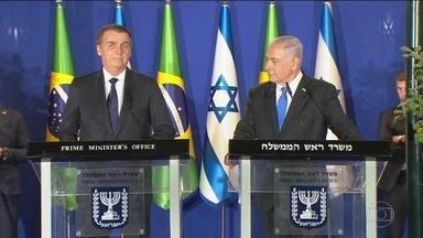 Benjamin Netanyahu acompanha Jair Bolsonaro em visita ao Muro das Lamentações - É a primeira vez que o Primeiro Ministro Benjamin Netanyahu vai ao Muro das Lamentações acompanhando um Chefe de Estado. Ao visitar esta área, Bolsonaro se aproxima de Israel. Confira a agenda do presidente Jair Bolsonaro em Israel nesta segunda (1º)