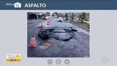 Buraco na pista bloqueia via na Avenida Paralela, em Salvador - Veja no quadro da previsão do tempo.