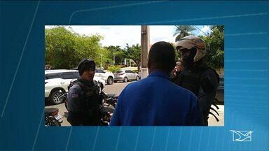 Mulher é atingida durante abordagem de policial militar em Codó - Ela estava na companhia do namorado em um carro roubado.