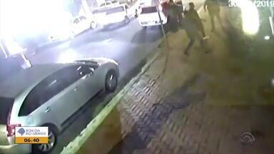 Polícia investiga tiroteio deste domingo (30) no bairro Sarandi, em Porto Alegre - Caso aconteceu em uma lancheria do bairro.