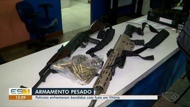 Fuzis de uso restrito das forças armadas são encontrados no Morro do Macaco, em Vitória - Drogas também foram encontradas, mas ninguém foi detido. O material foi encaminhado para a 1ª Delegacia Regional da capital.