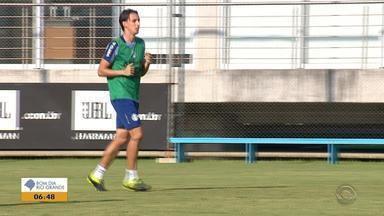Geromel, zagueiro do Grêmio, retorna e pode fazer diferença para o time - Após empate contra o São Luiz, tricolores focam em desempenho para as próximas partidas.