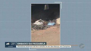 Moradores reclamam de lixo e entulho no Jardim São Marcos, em Campinas - Lixo e entulho foram descartados embaixo de uma passarela na Rua Felinto de Almeida, no Jardim São Marcos, às margens da Rodovia Dom Pedro.