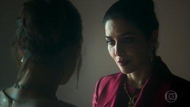 Soraia aconselha Laila sobre como lidar com Aziz - A primeira esposa do sheik promete proteger a jovem sempre que puder