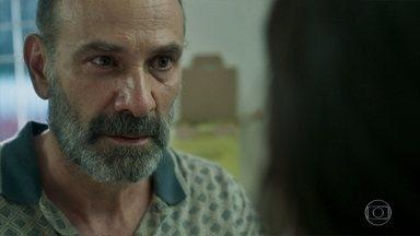 Laila conta a Elias que aceitou se casar com o sheik para salvar Kháled - Uma ambulância leva o menino para o hospital de Beirute. Jamil vai ao campo de refugiados e não consegue encontrar Laila