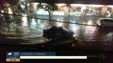 Porto Alegre tem ruas alagadas e mais de 7 mil raios registrados em dois dias - Assista ao vídeo.